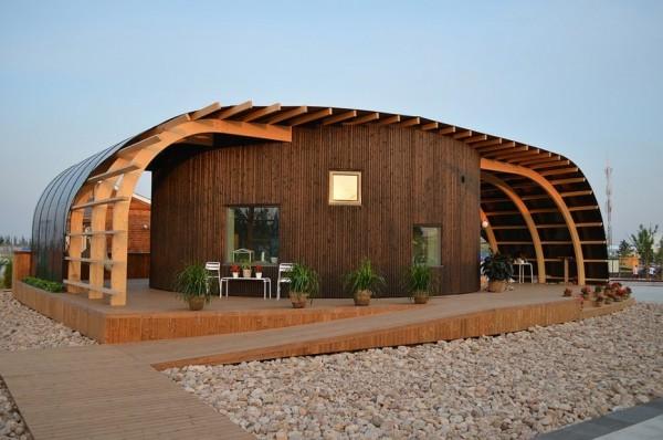 Une maison à énergie solaire._