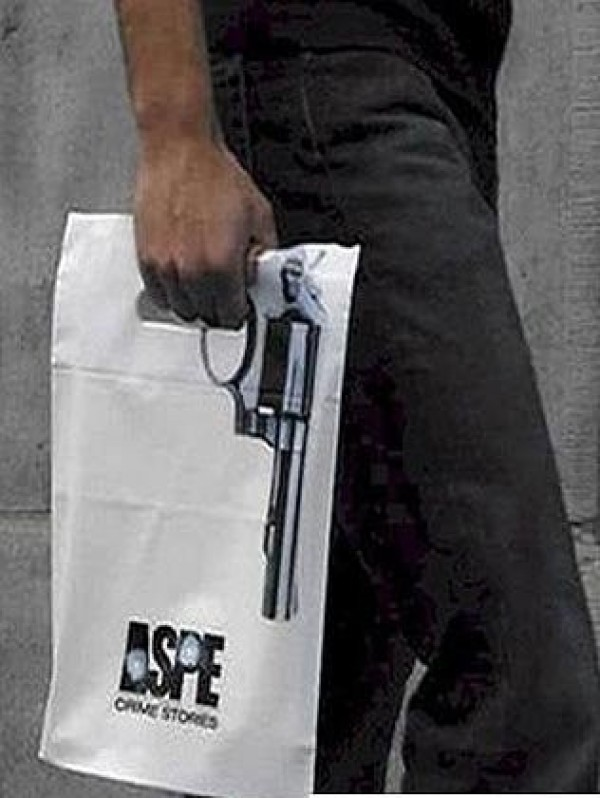 Pistolet sur un sac