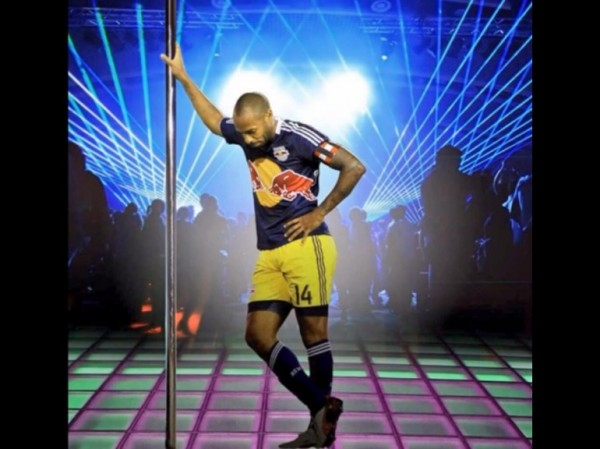 Thierry Henry en pole dance