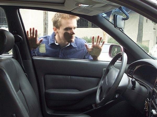 Oublier ses clés à l'interieur de la voiture