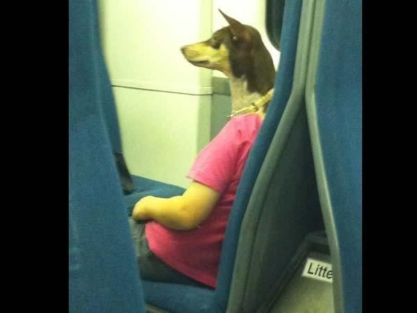 Humaine à tête de chien