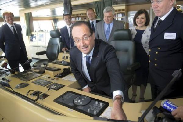 FRANÇOIS HOLLANDE démarre en force