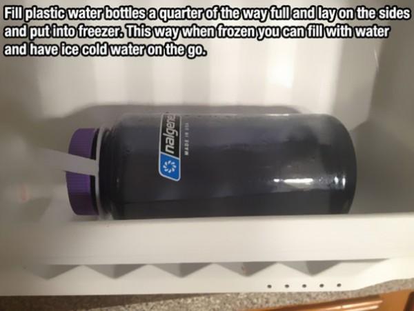 Congeler une bouteille à moitié remplie pour vous en servir comme gourde après