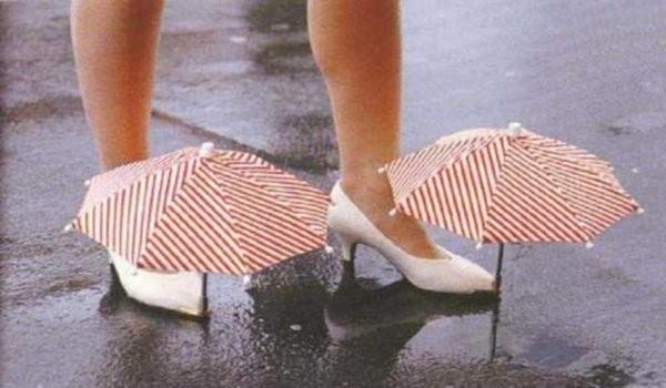 Les mini-parapluies qui se posent sur les chaussures