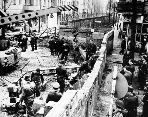 1961 : Construction du mur de Berlin