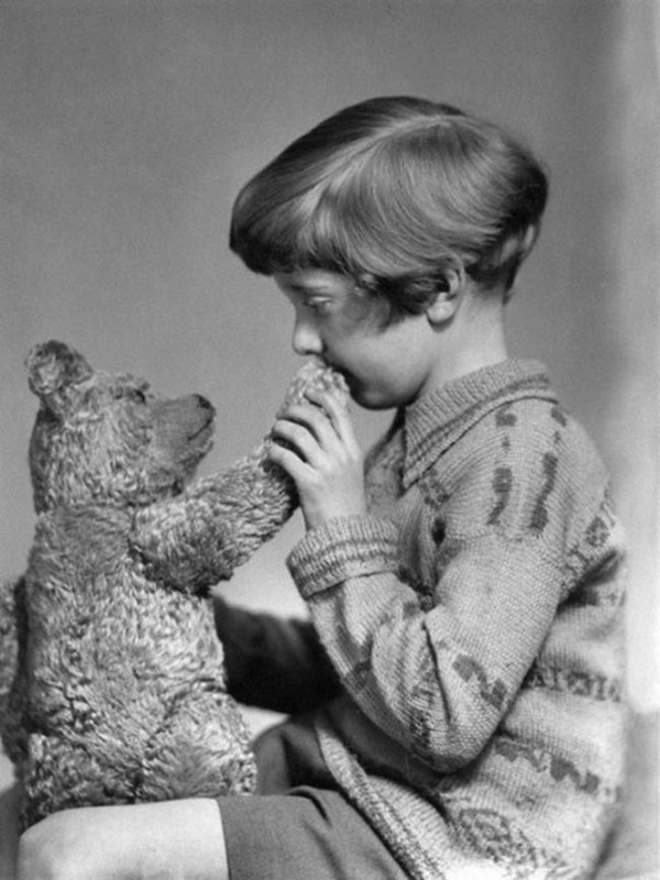 1927 : Le vrai Winnie l'ourson et Christopher Robin.