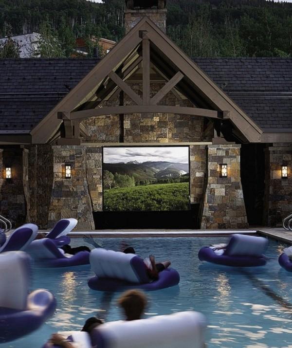 Dans une bouée de ce cinéma aquatique