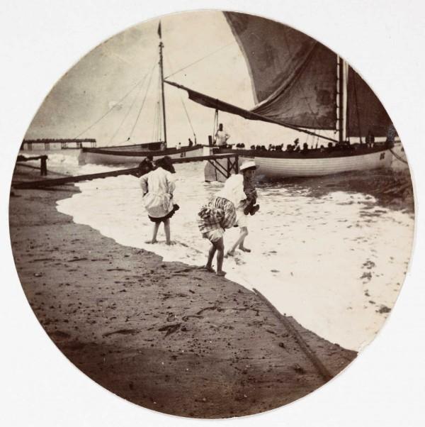 des enfants à la plage