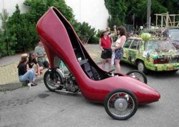 Étrange chaussure auto