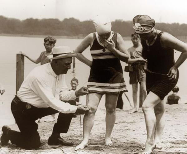 1920 : Mesure des longueurs de maillots pour les amendes