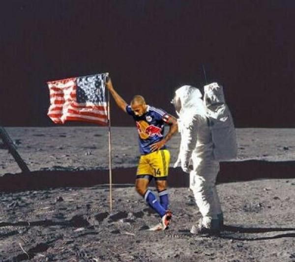 Thierry Henry, premier homme sur la lune, sans forcer..