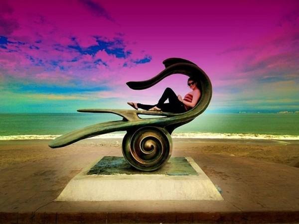A l'intérieur de cette statue sur la plage de Puerto Vallarto au Mexique