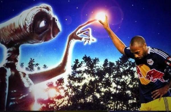 Thierry Henry ramène enfin E.T. chez lui.. Sympa !