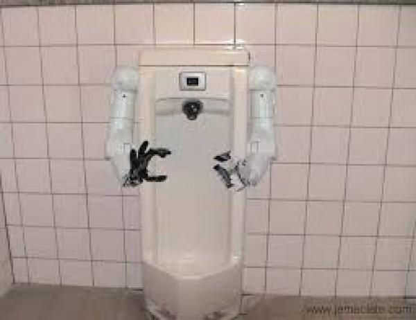 Un urinoir robot