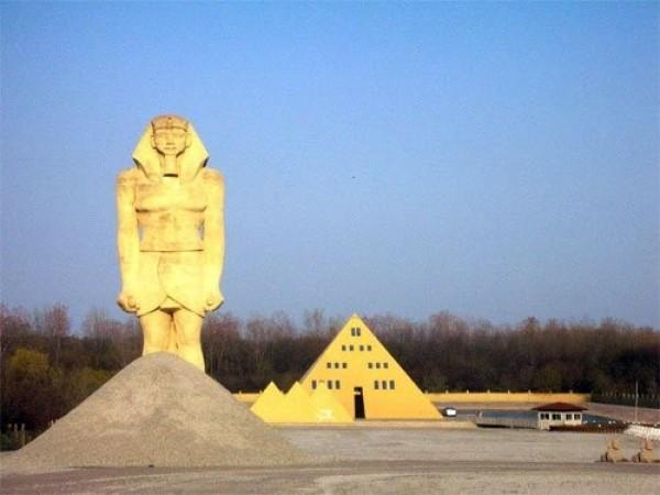 - La maison pyramide
