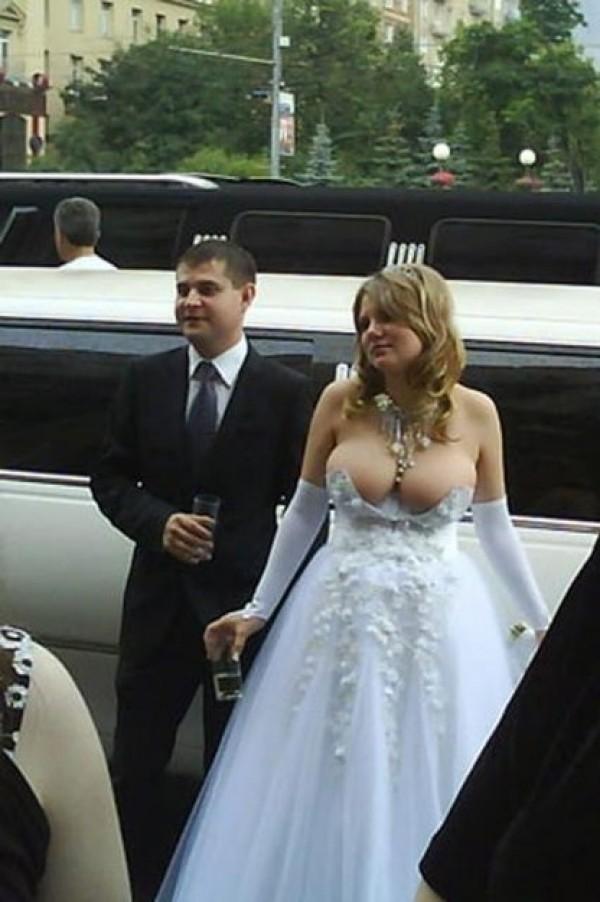 starpoubelle en robe de mariée sobre et chic