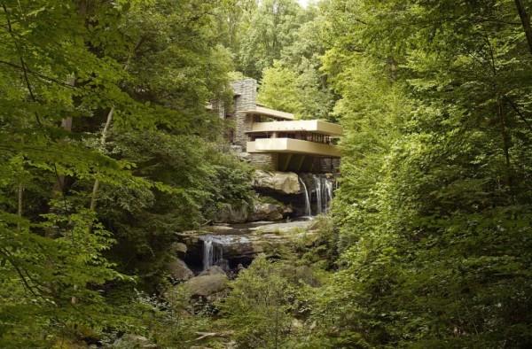 Une maison au dessus d'une cascade en Pennsylvanie