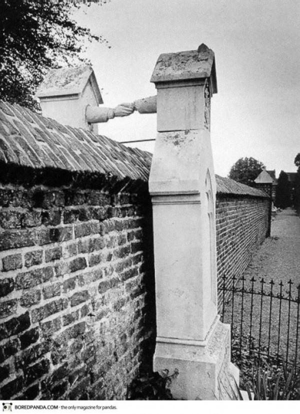 Les tombes d'une femme catholique et de son mari protestant en Hollande