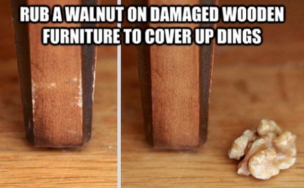 Frotter une noix contre du bois endommagé pour cacher les dégâts