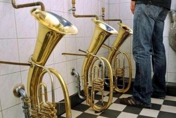 Urinoir saxophones