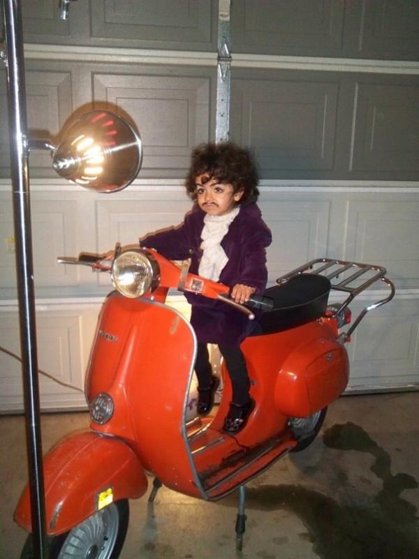 Prince sur un Scooter (pourquoi pas)