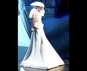 Voter pour Gaga in her white ensemble with alien space age added details
