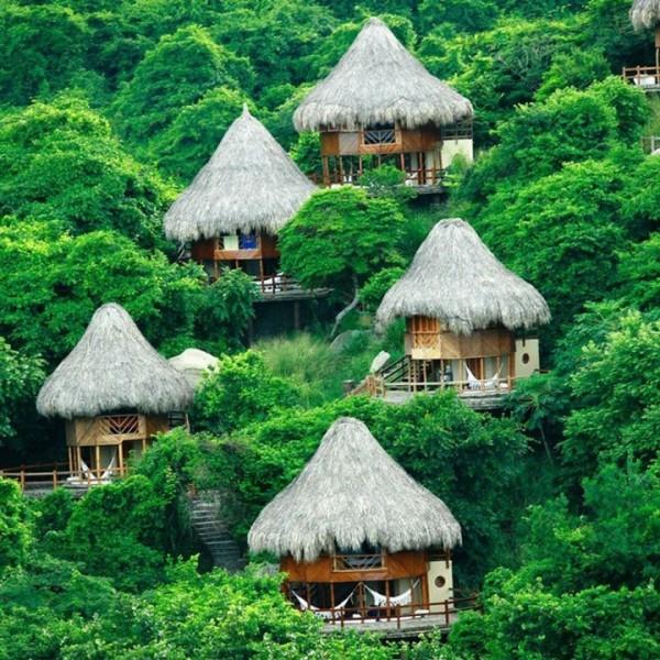 Dans le hamac d'une de ces petites huttes de Santa Marta en Colombie