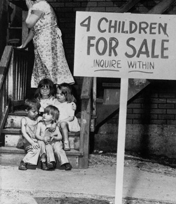 1948 : A Chicago, un maman met ses 4 enfants à vendre dans la rue