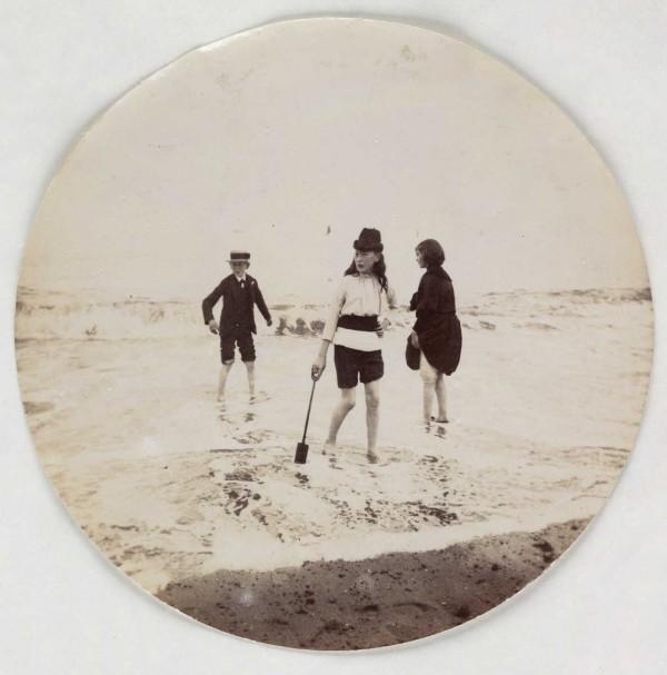 Des ados à la plage