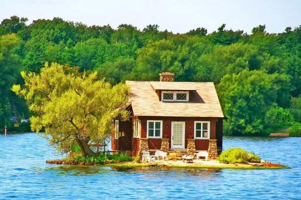 Sous le porche de cette maison à Thousand Islands au Canada