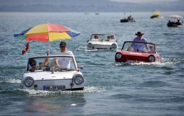 Dans cette petite voiture amphibie en Suisse