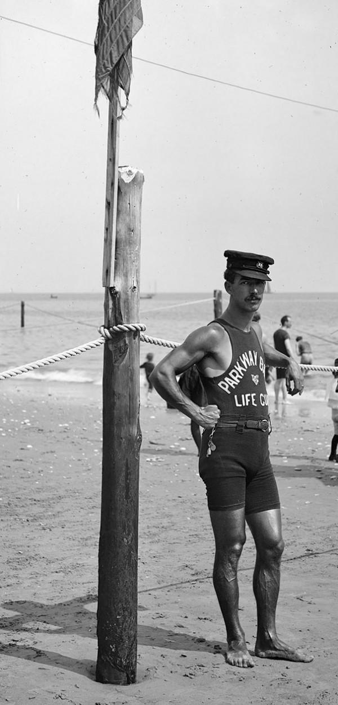 1920 : Un maître nageur