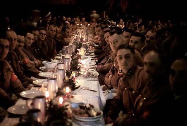 1941 : Hitler et ses officiers fêtent Noël