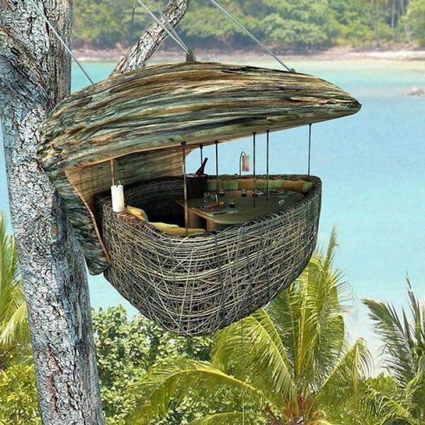 Dans ce nid suspendu à Sonevra Kiri en Thaïlande