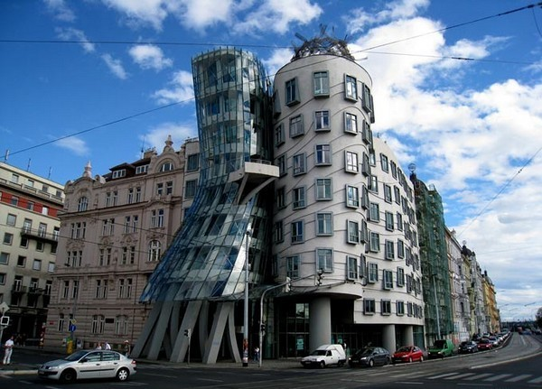 DANCING HOUSE (PRAGUE, CZECH REPUBLIC)