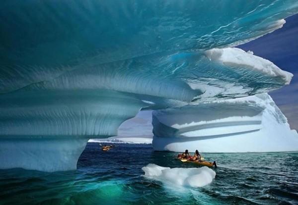 Dans ce Kayak à la Baie du Glacier dans l'Etat d'Alaska