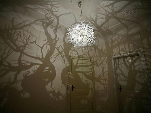 Le luminaire effet forêt