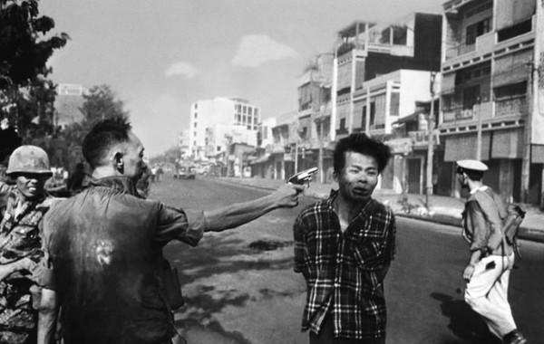Le prix pulitzer pour cette photo du chef de la police qui abbat froidement un rebelle Vietcon (...)